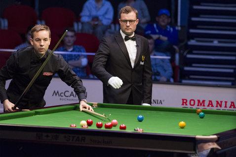 Start rapid la Romanian Snooker Masters: Ali Carter a deschis turneul cu o surpriză. Trei break-uri de peste o sută de puncte şi un sfert de finală completat în prima sesiune de joc