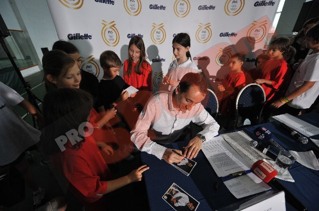 Mihai Covaliu îi îndrumă pe micuţii scrimeri de la CS Riposta