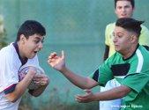Vă doare ceva? Priviţi-l pe acest Superom! Un român de 15 ani joacă rugby la juniorii Stelei deşi nu are palma dreaptă