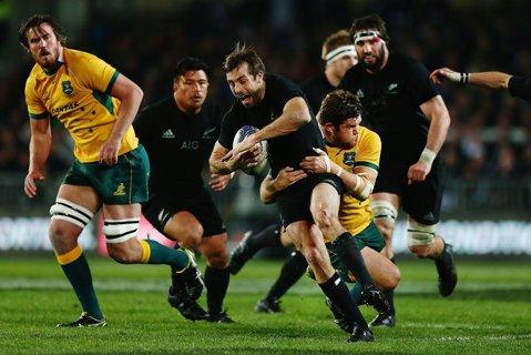 """Spectacol total în """"clasicul"""" Australia – Noua Zeelandă! S-au înscris eseuri, în medie, unul la şapte minute. All Blacks au făcut instrucţie cu Wallabies în primele 40 de minute"""