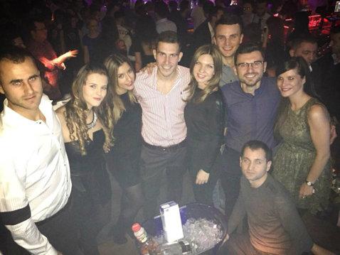 FOTO | Elegantă pe teren, elegantă şi la party. Simona Halep a petrecut alături de Marius Copil într-un club din Bucureşti