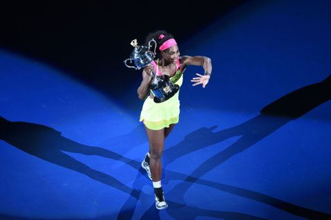 """Un articol cu 19 titluri. Mihai Mironică scrie despre Serena, """"zeiţa care ţine prizonier regatul tenisului"""""""