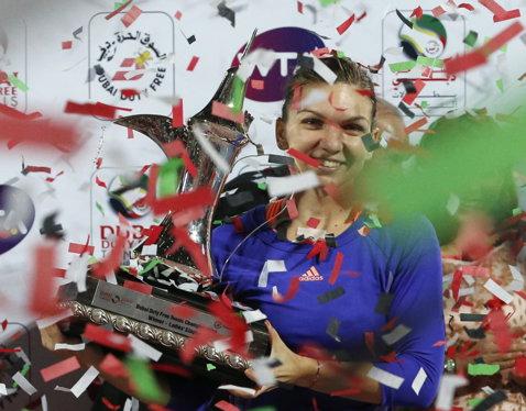 """Halep e unică în circuitul feminin. Simona a reuşit deja o performanţă formidabilă în 2015 şi se uită """"de sus"""" la Bouchard"""