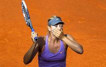 Şarapova a plecat de la Roland Garros în huiduielile publicului. Nimeni nu se aştepta ca marea rivală a Simonei să păţească aşa ceva. Fanii nu au mai suportat