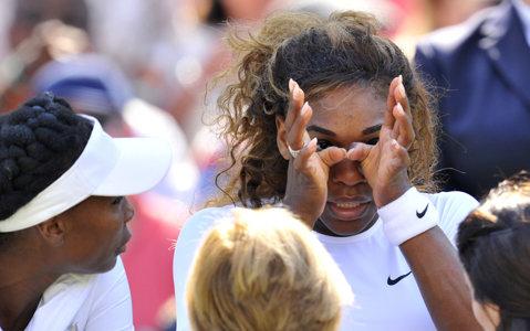 Anul trecut nu a putut sta în picioare, anul acesta nici nu a mai intrat pe teren. Serena Williams a abandonat la Wimbledon în proba de dublu