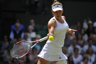 Simona Halep rămâne pe locul 3 mondial şi după Wimbledon. Jucătoarele care îi ameninţau poziţia, Wozniacki şi Safarova, au fost eliminate în optimi