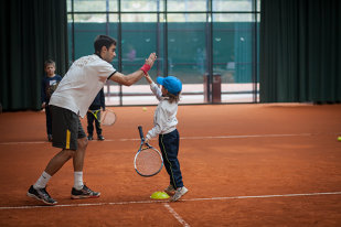 WANTED   130 de copii se vor lupta pentru 25 de stagii de tenis. Selecţie municipală la Stejarii Country Club. Cum se fac înscrierile