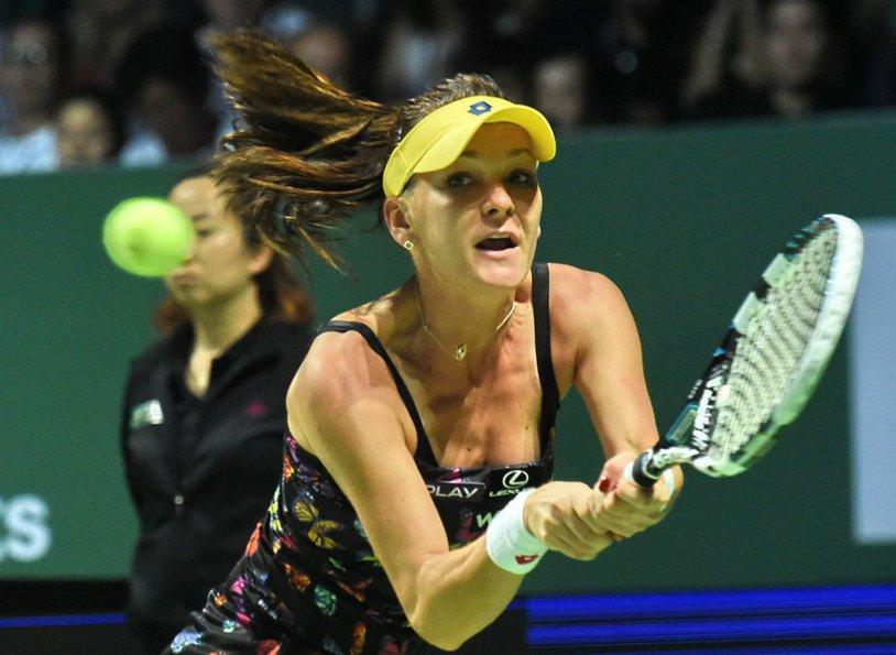 UPDATE | Permutare importantă în clasamentul WTA care decide capii de serie pentru Australian Open: Radwanska o depăşeşte pe Şarapova. Rusoaica poate juca încă din faza sferturilor cu Halep sau Williams