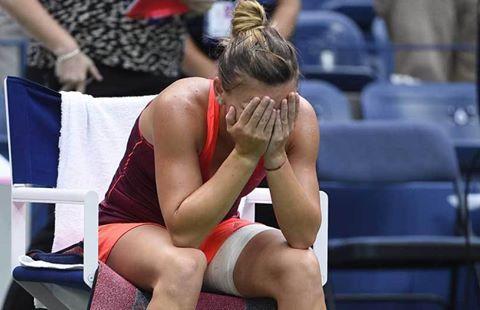 Halep, eliminată de la Australian Open de numărul 133 WTA! O oră şi 20 de minute de coşmar pentru Simona pe Margaret Court Arena. LIVE BLOG | Halep - Zhang 4-6, 3-6