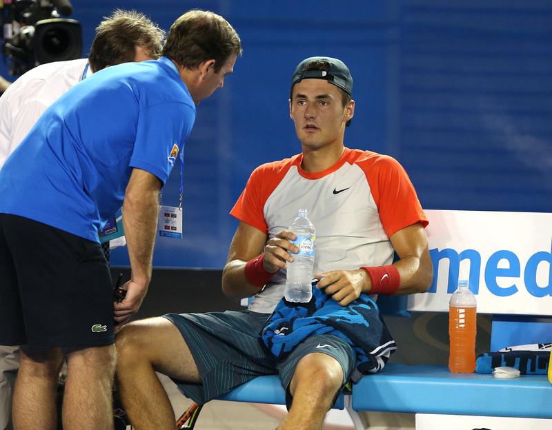 După Rafael Nadal şi Stan Wawrinka a spus adio la Australian Open. În rest, favoriţii sunt de neclintit şi s-au calificat la braţ în sferturi. Războiul declaraţiilor Bernard Tomic vs Roger Federer