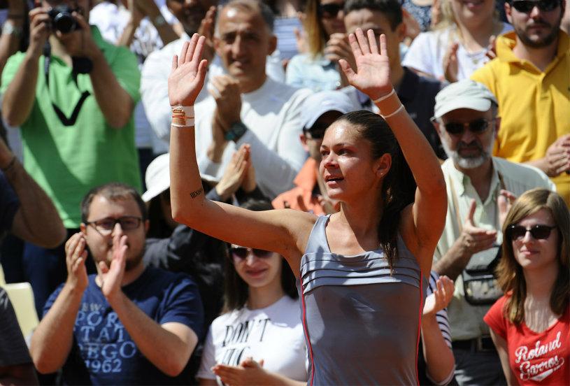Cristina Dinu joacă finala probei de dublu, la Bertioga. Andreea Mitu, învinsă în semifinale, în Franţa