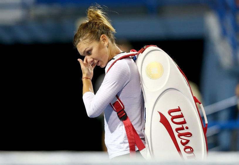 Simona Halep, învinsă de Ana Ivanovic în optimile de finală din Dubai! Campioana en-titre dezamăgeşte, dar primeşte o veste bună: rămâne în Top 4 WTA