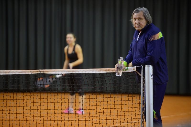 """Ce spune Năstase despre meciul Halep - Strycova. """"Simona are o adversară uşoară. Cine nu-şi doreşte să ajungă să joace atât de repede cu Serena!?"""""""