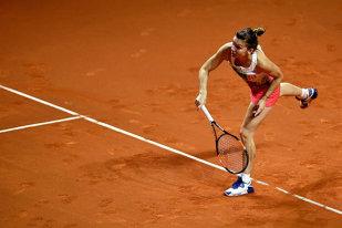 O oră de tenis pe Playstation! Simona Halep a spulberat-o pe Karin Knapp şi s-a calificat în optimi la Madrid