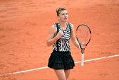 FOTO | Costumaţia extravagantă îmbrăcată de Simona Halep la Roland Garros a generat comentarii răutăcioase, dar şi aprecieri. Vouă vă place?