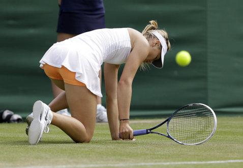 Situaţie stânjenitoare la Wimbledon! Jucătoarele se plâng că rochiile Nike sunt prea scurte   FOTO
