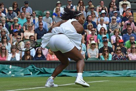 """FOTO   Echipamentul Nike care """"arată prea mult"""" i-a pus probleme şi Serenei Willams. Cum a fost surprinsă în primul meci de la Wimbledon"""