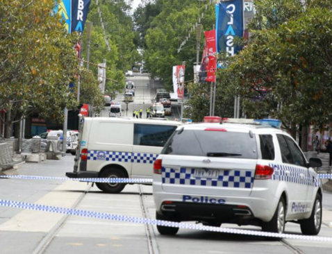 TRAGEDIE LA MELBOURNE   Cel puţin 3 morţi şi 20 de răniţi! Un vehicul a intrat intenţionat în persoanele care circulau pe o stradă din metropola australiană, la 2 kilometri de complexul unde joacă Sorana Cîrstea