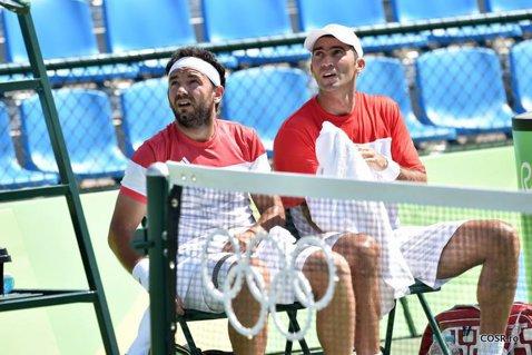 Horia Tecău şi Florin Mergea s-au calificat la braţ în turul 3 la Australian Open. Cei doi români mai au nevoie de câte o victorie pentru a fi din nou adverasri într-un sfert de finală la Melbourne