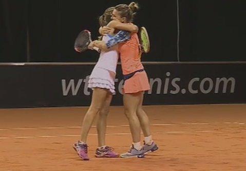 Simona Halep şi Alicja Rosolska s-au calificat în sferturile turneului de dublu de la Stuttgart după o revenire uluitoare!