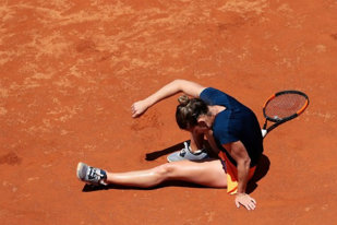 Când tenisul este nedrept. Halep a pierdut finala cu Svitolina de la Roma după ce s-a accidentat la gleznă! Simona defila atunci când a călcat greşit