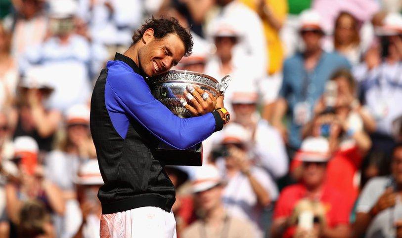 """ISTORIC: """"The Uns10ppable"""" Nadal face """"La Tripla Decima""""! A trecut ca tăvălugul şi de Wawrinka şi câştigă titlul 10 la Roland Garros, fără set pierdut. """"Mulţumesc, Toni! Avem împreună zece trofee"""". Imaginile bucuriei pe Chatrier"""