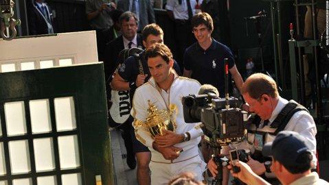 """Dezvăluiri din vestiarul tenismenilor: """"Se face linişte atunci când intră Federer!"""". O campioană povesteşte cum se poartă extraterestrul Roger cu cei din jur"""