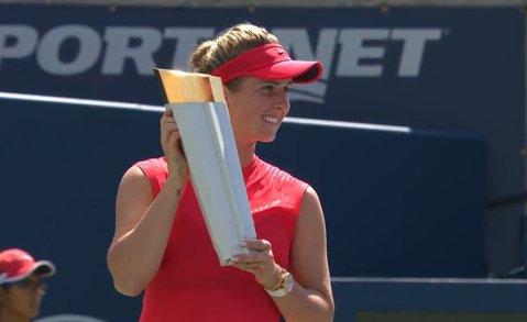 """""""Săptămâna Svitolina"""" în circuitul WTA! Ucraineanca a învins-o clar pe Wozniacki în finala de la Toronto şi a stabilit o performanţă unică în istoria tenisului"""