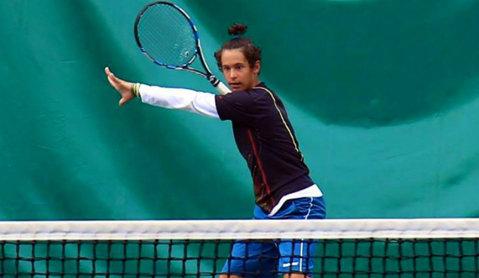 Vicecampionul european al tenisului U16 leagă victoriile în circuitul juniorilor: al doilea trofeu consecutiv pentru Nini Dica