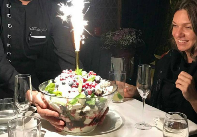 """FOTO   Petrecere în cinstea noului lider mondial. Simona Halep a sărbătorit alături de prieteni: """"O noapte minunată cu oameni minunaţi!"""""""