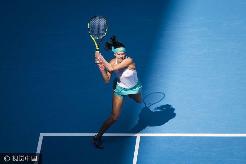 Film în alb şi negru la Linz. Buzărnescu a fost stâncă în faţa unei foste jucătoare de Top 10: a servit la 5-3 în seturile 2&3, dar s-a impus la tiebreak în decisiv. Cîrstea, mai bună un set decât semifinalista de la Wimbledon, s-a stins apoi în faţa Rybarikovei