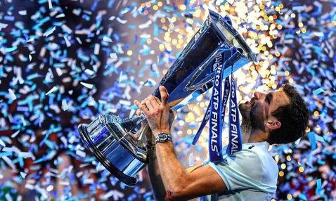 """Turneul Campionilor   """"Grisha"""" e mare, acum: Dimitrov a câştigat cel mai important trofeu al carierei şi a pus punct sezonului în circuitul ATP, după ce l-a învins a doua oară pe Goffin la Londra. Filmul finalei, pas cu pas   VIDEO"""