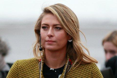 """""""E mereu cu capul în jos. De 12 ani de când sunt în circuit, o dată..."""" Sorana Cîrstea zugrăveşte portretul Şarapovei şi lămureşte pe toată lumea de ce 'Masha' nu are pe nimeni de partea ei în WTA"""
