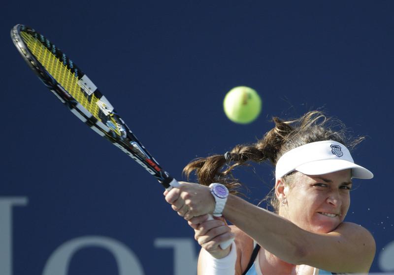 New balls, please! Alexandra Dulgheru s-a calificat în optimile turneului de la Playford după ce a învins-o pe principala favorită