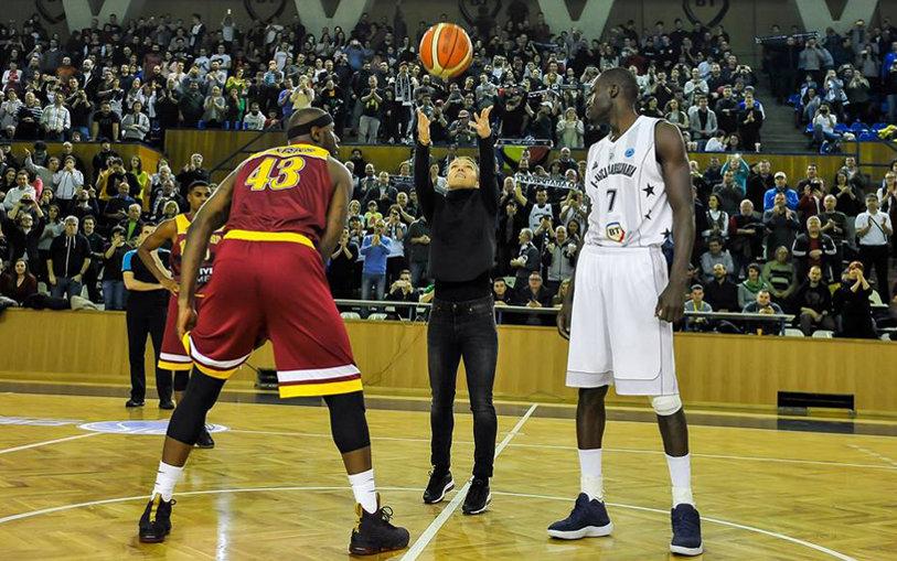 Simona Halep, alături de giganţii din baschet! A dat lovitura de start