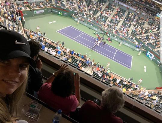 Halep, prezentă la duelul surorilor Williams! Mesajul Simonei în noaptea în care Venus a învins-o pe Serena la Indian Wells | FOTO