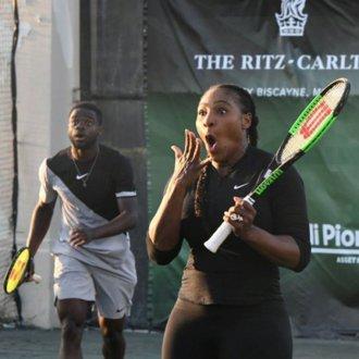 Halep a fost LOVITĂ de Serena Williams în timpul unui meci! Cum a reacţionat Simona