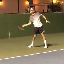 I-a moştenit talentul, dar a ales alt sport. Fiul lui David Beckham a provocat-o pe Wozniacki la un meci de tenis | VIDEO