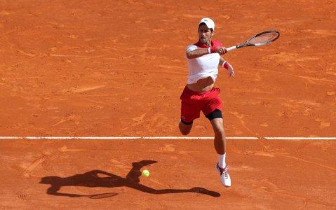 Novak Djokovic a întrerupt o serie de trei înfrângeri. Şi-a distrus conaţionalul, la Monte Carlo, în mai puţin de o oră, la revenirea pe zgură