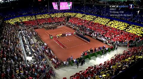 FOTO & VIDEO | Moment superb în Sala Polivalentă din Cluj, înainte de meciul Simonei Halep! Scenografie specială pregătită de cei 10.000 de fani prezenţi la meci