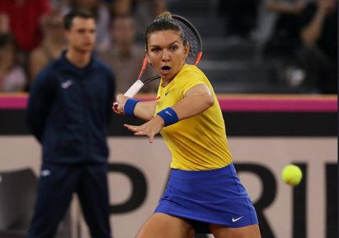 """""""A fost mai uşor astăzi"""". Prima reacţie a Simonei Halep după ce a dus România în Grupa Mondială. """"Cu 40 de minute înainte de meci, a venit arbitrul şi a anunţat că s-a schimbat jucătoarea. M-am gândit că ar fi trebuit să mă antrenez un pic cu Mihaela Buzărnescu..."""""""