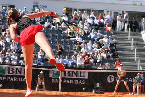 Ea o aşteaptă pe Simona Halep, în semifinale. A jucat un maraton de trei ore şi zece minute şi, în plus, mai are alte două partide încheiate în decisiv la Foro Italico