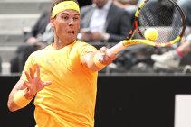 RAFAroma. Nadal câştigă înfruntarea titanilor cu Novak Djokovic şi este primul finalist al Mastersului de la Foro Italico, după un meci de aproape două ore în care 'seva' a fost împachetată la final de prim set. Corespondenţă de la Roma
