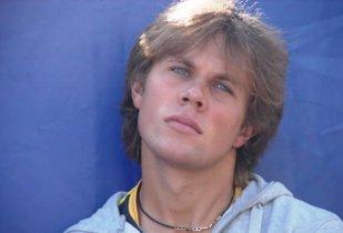 """Vorbeşte româneşte şi a inaugurat Terenul 18 la Roland Garros! Victorie încărcată de emoţii pentru Radu Albot, """"celălalt român"""" de la simplu masculin. Cine este Hagi din Moldova, când l-a bătut gândul să întoarcă armele şi cum este să scrii de unul singur cărţile de istorie, acasă. Corespondenţă de la Paris"""