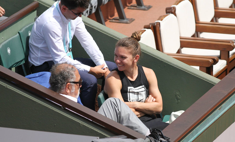 IMAGINEA ZILEI | Simona Halep zâmbeşte larg alături de Ion Ţiriac. Scene unice pe centralul de la Roland Garros: #1, privindu-l pe #1