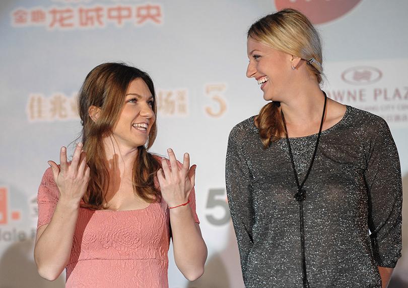 """Lumea WTA, casa Simonei. Kvitova a fost prima care a felicitat-o pe Halep: """"Mi-a trimis un mesaj pe telefon"""". Gestul făcut de Serena Williams şi ce a spus Simona despre Şarapova, cu zâmbetul pe buze"""