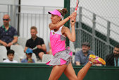 E regulă, pe iarbă: Mihaela Buzărnescu a obţinut a treia victorie în set decisiv, după ce a făcut instrucţie la final cu Timea Babos. Sorana Cîrstea, eliminată în primul tur, la Mallorca