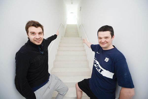 Poftiţi pe acoperişul oraşului! Lucian Lipovan şi Costin Ştucan au testat traseul de la Tower Center
