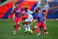 Ponta asistă la meciul Dinamo Kiev - Steaua alături de omologul său ucrainean Arseni Iaţeniuk