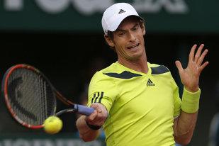 Preocupat sau îndrăgostit? Andy Murray fără nicio reacţie la mişcările lascive ale unei dansatoare din buric